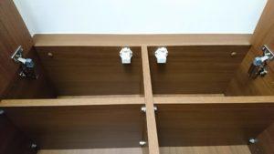 扉ロック機能が付いた吊り戸棚