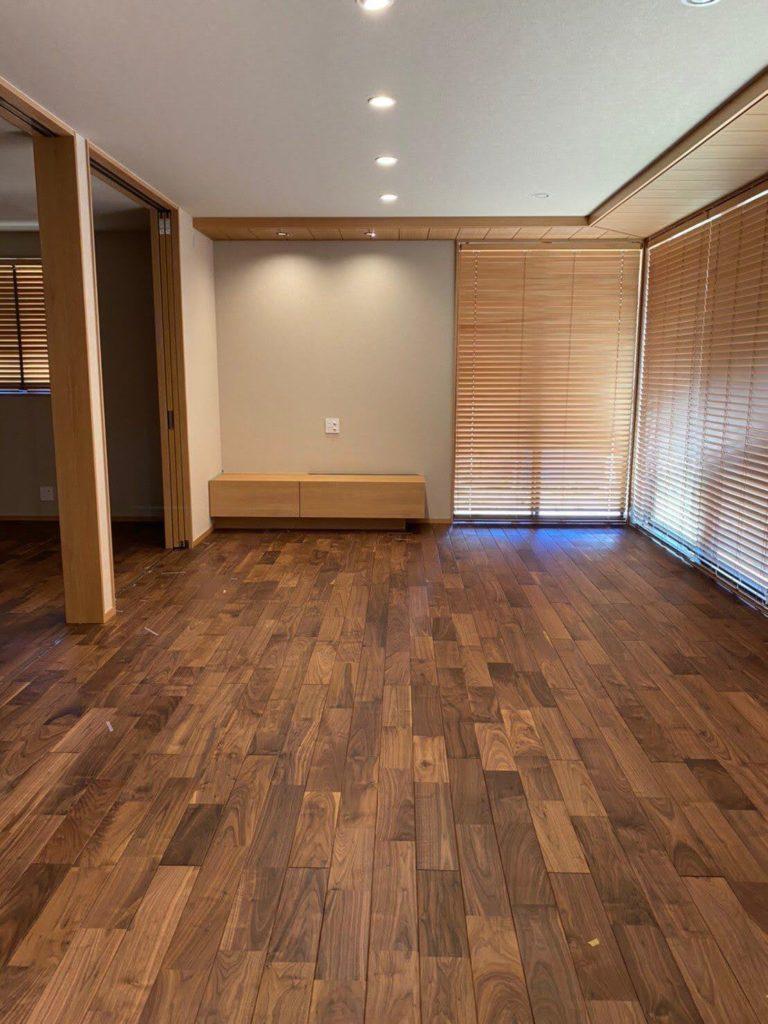 無垢床のウォルナットの写真(tokudomi邸)