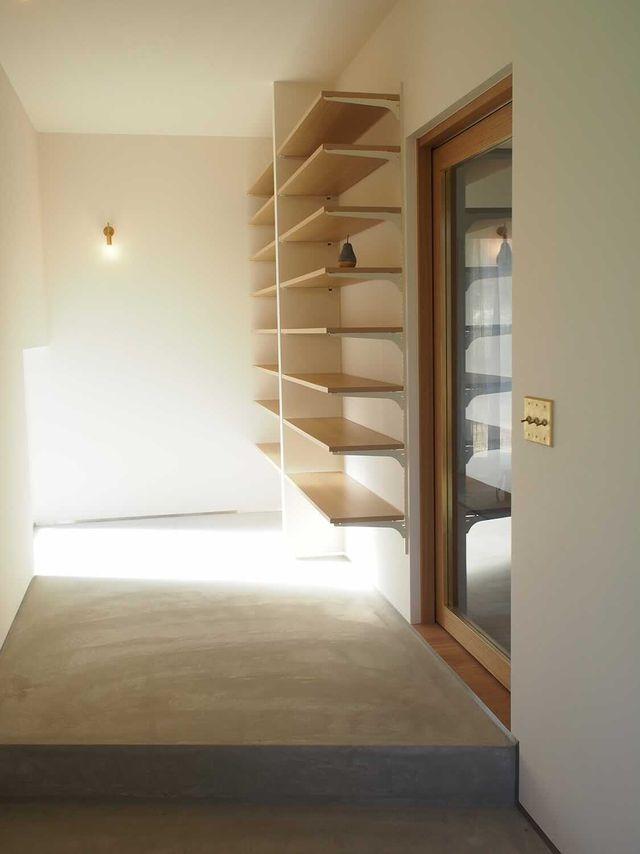 o______noieさん邸  モルタルの段差がお気に入りの玄関