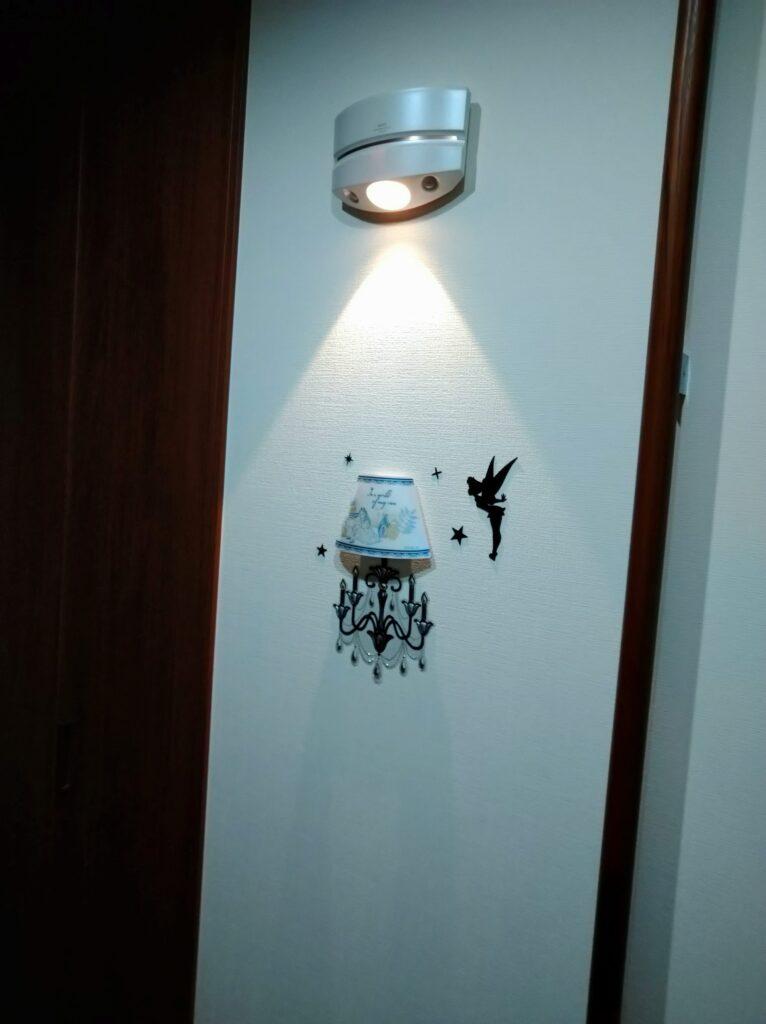 玄関の後付けセンサーライト(乾電池タイプ)